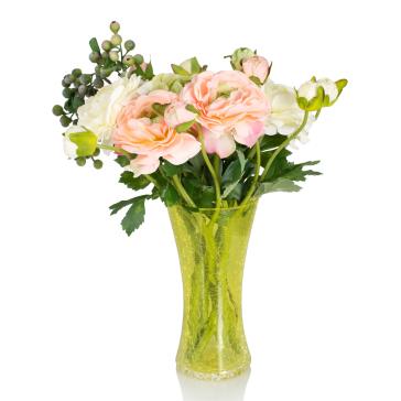 искусственные цветы в вазах